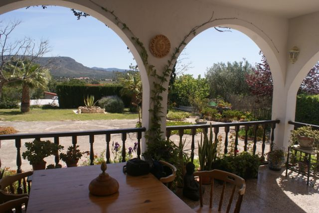 Lovely Simple House and Gardens In Lliria
