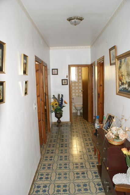Large Olocau Property With Fronton Court
